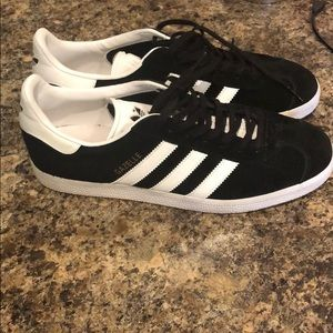 black and white adidas gazelles